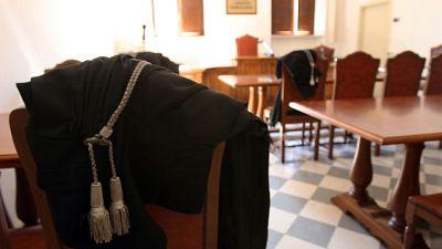 Picchiò il figlio a morte, condannata a 12 anni