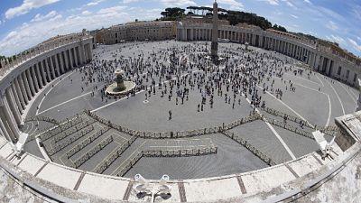 Domenica cortei per Corpus Domini, ad agosto fedeli a Lourdes