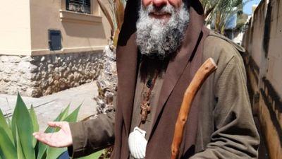 Fondatore missione Palermo prega in una grotta contro dipendenze