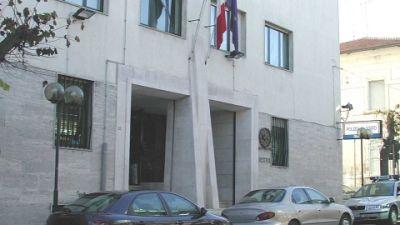 L'episodio a Matera. L'uomo è stato denunciato dalla Polizia