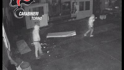 10 indagati dai carabinieri nel Torinese, accusati di 33 colpi