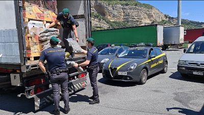 Arrestato l'autista. Mercato della droga riprende quota