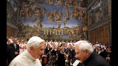 Il Papa emerito aveva affrontato viaggio per l'ultimo saluto