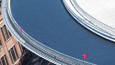 Si procede dal centro verso le estremità per 'tappeto' 7 cm