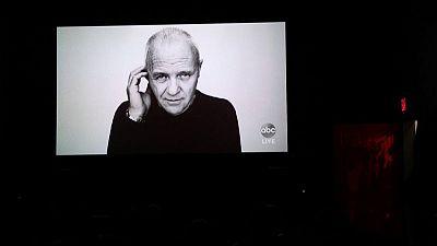 أنتوني هوبكنز يشيد بتشادويك بوزمان في رسالة الأوسكار