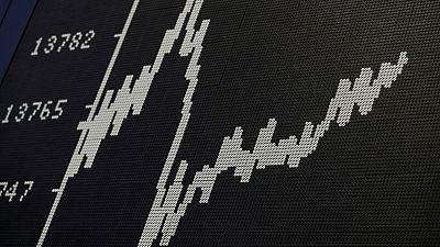 MERCADOS GLOBALES-Acciones caen por cautela de los inversores antes de reunión de la Fed