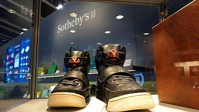 Zapatillas de Kanye West alcanzan récord de 1,8 millones de dólares en venta privada de Sotheby's