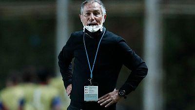 Argentino Holan renuncia como entrenador del Santos