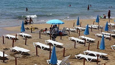 Turquía estudia reforzar las restricciones para salvar la temporada turística -fuentes