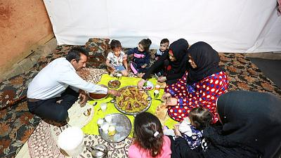 الفقر يفترس اللاجئين في رمضان وسط الدمار الاقتصادي في لبنان