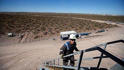 Trabajadores de salud que cortan rutas en provincia petrolera argentina rechazan oferta salarial, falta gasolina