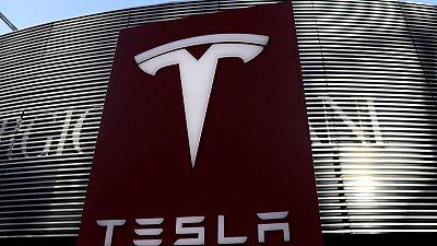 Las acciones de Tesla caen por falta de previsiones ante la escasez de chips