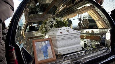 Bimbo di 3 anni fu ucciso con il nonno e la sua compagna