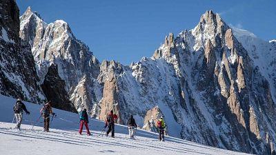 Sul versante italiano, missione di salvataggio in corso