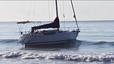 Arenati su barca a vela, alcuni rintracciati e bloccati