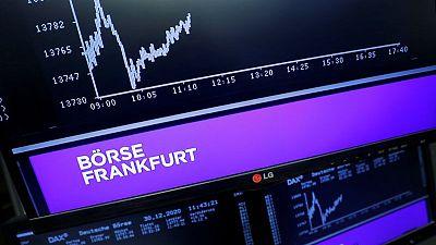 أسهم أوروبا تغلق مستقرة وسط تفاؤل بالأرباح وحذر بشأن المركزي الأمريكي