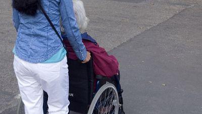 Il piano della Regione per chi vive a contatto con gli anziani