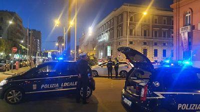 Sorpreso in flagranza da agenti grazie alle urla delle vittime