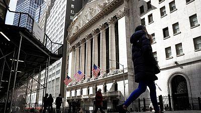 ستاندرد أند بورز 500 يغلق منخفضا بعد تثبيت الفائدة الأمريكية