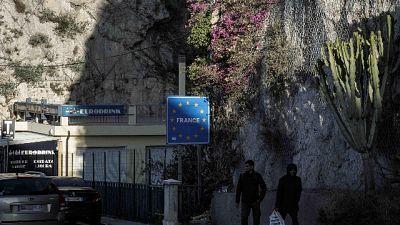 A Ventimiglia. Profughi salvati da Vigili del fuoco