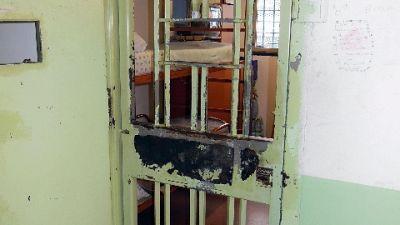 Due detenuti stranieri in attesta giudizio a Crotone, indagine
