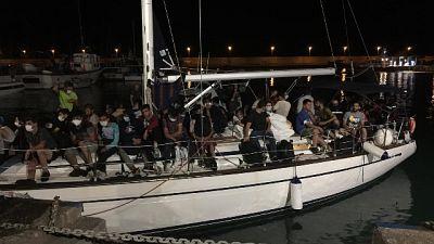 Imbarcazione é stata trainata nel porto di Roccella Jonica