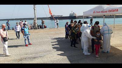 Anche 15 donne e 18 minori tra cui un neonato su barca a vela