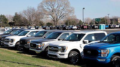 Ford dice que escasez de chips reducirá a la mitad producción de autos en segundo trimestre