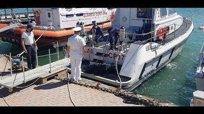 Trovato da alcuni pescatori, sale a 4 numero vittime
