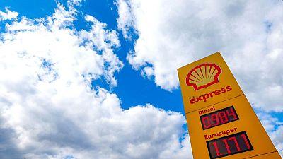 RESUMEN-Grandes petroleras europeas dejan atrás los pesares por la pandemia