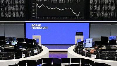 ارتفاع عوائد السندات وجني الأرباح يهبط بأسهم أوروبا وصعود البنوك