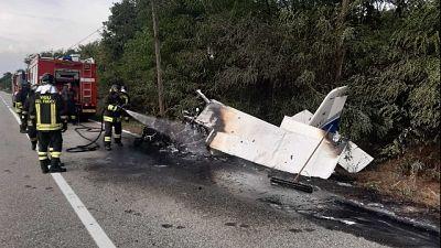 L'incidente nel Torinese. Il velivolo è caduto sulla strada