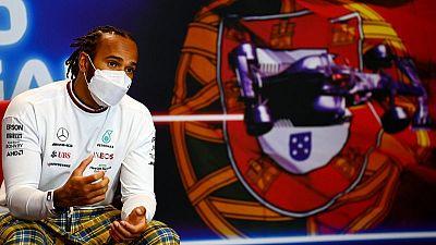 Hamilton planea seguir en la F1 después de un emocionante comienzo de temporada