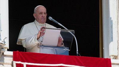 """All'Angelus, """"Solidarietà e vicinanza ai profughi di Lesbo"""""""