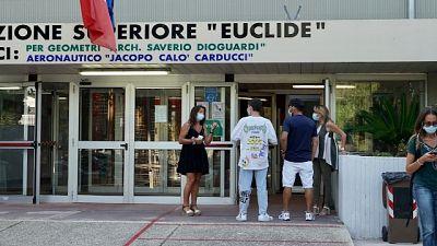 All'Euclide-Caracciolo.Da domani Dad fino al 24, poi in presenza