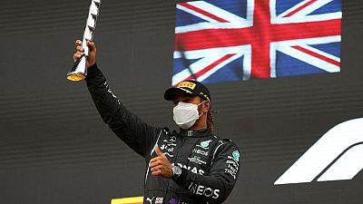 هاميلتون يعتزم الاستمرار في فورمولا 1 بعد بداية مثيرة للموسم