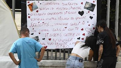 Affisso fuori dalla chiesa da due amici, lui assente