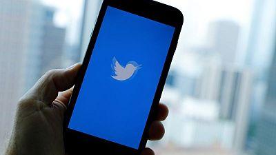 Acciones de Twitter caen tras advertir sobre crecimiento de usuarios y costos crecientes
