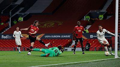 فرنانديز وكافاني يقودان يونايتد لفوز كبير 6-2 على روما