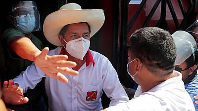 Candidato de izquierda peruano es llevado a clínica por problemas respiratorios