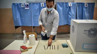 Ieri affluenza al 39,38% per referendum e 41,37% per regionali