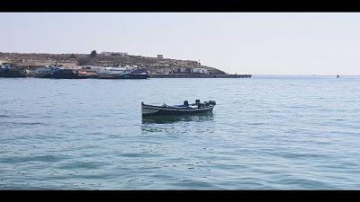 Donna col figlio e 4 uomini arrivati in spiaggia Domus de Maria