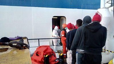 I 125 profughi sono ancora a bordo