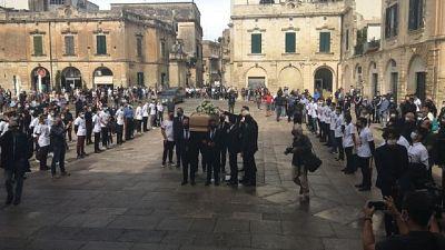 Nel pomeriggio cerimonia per la fidanzata Eleonora a Seclì