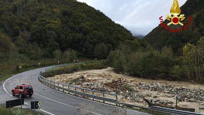 Piogge record e fiumi esondati. Un disperso tra Italia e Francia