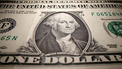إصرار الاتحادي على الميل للتيسير يدفع الدولار لرابع خسارة أسبوعية