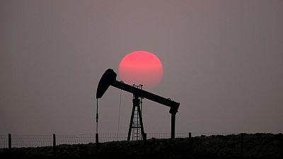 أسعار النفط تنزل عن قمة 6 أسابيع تحت ضغط مخاوف طلب الهند