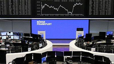 Los resultados empresariales impulsan las bolsas europeas a la espera del PIB de la eurozona