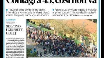 Il giornale pubblica foto di maxi assembramento a fermata bus