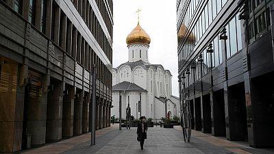 روسيا تسجل 8731 إصابة جديدة بكورونا و397 وفاة